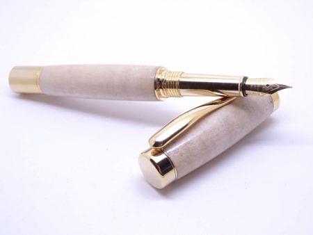 Elegant Fountain Pen Rippled Figure